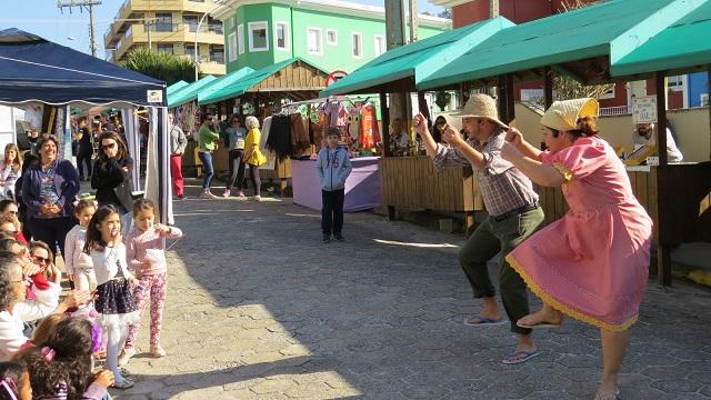 image2 Verão em Bombinhas: conheça a feira de artesanato em Bombinhas
