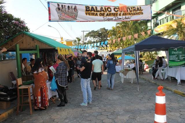 image3 Verão em Bombinhas: conheça a feira de artesanato em Bombinhas