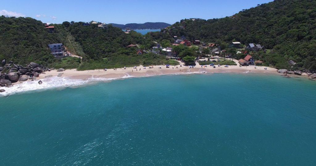 image2-1024x539 Como chegar e como é a Praia da Tainha em Bombinhas