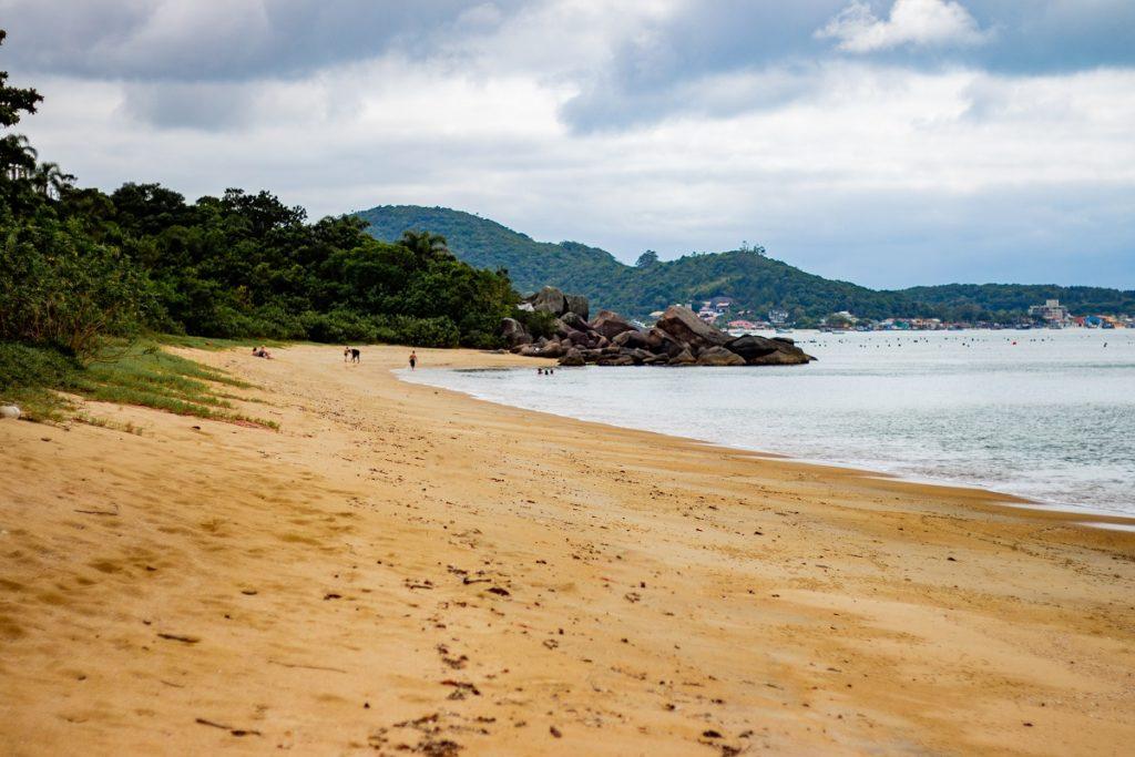 praia-do-cardoso-praia-deserta-em-bombinhas-1024x683 Esportes para praticar no inverno em Bombinhas