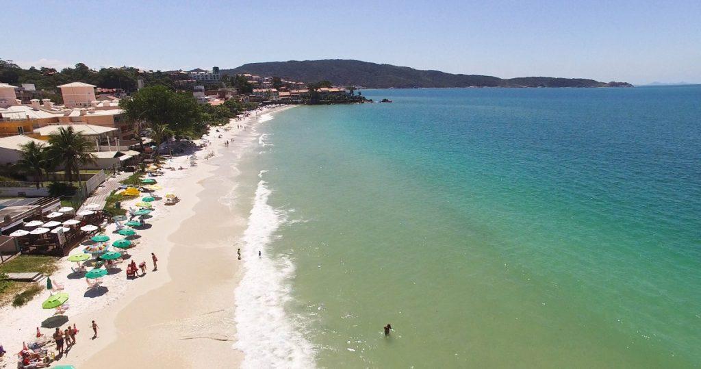 image2-4-1024x539 Três praias de Bombinhas tranquilas - Para curtir com a família