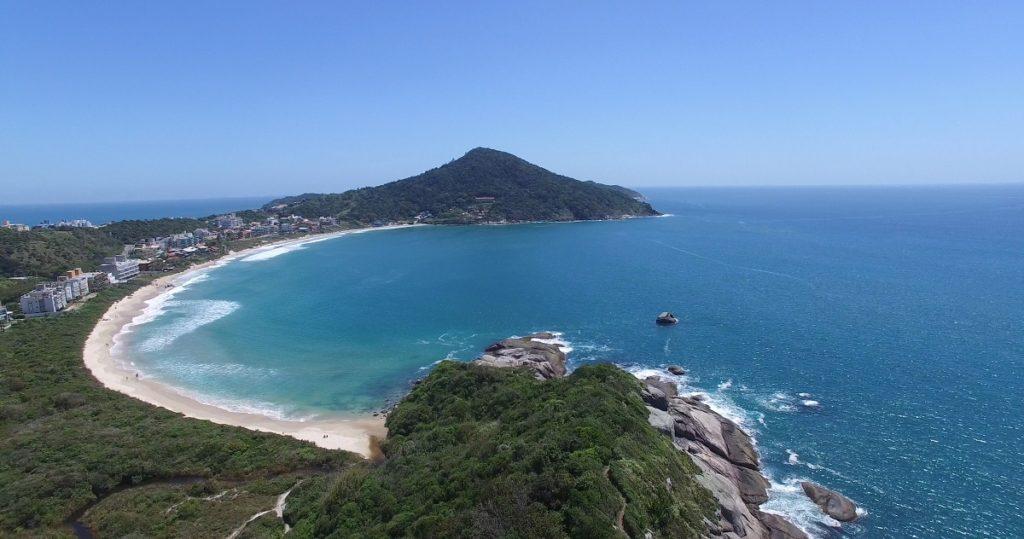 image3-3-1024x539 Três praias de Bombinhas tranquilas - Para curtir com a família